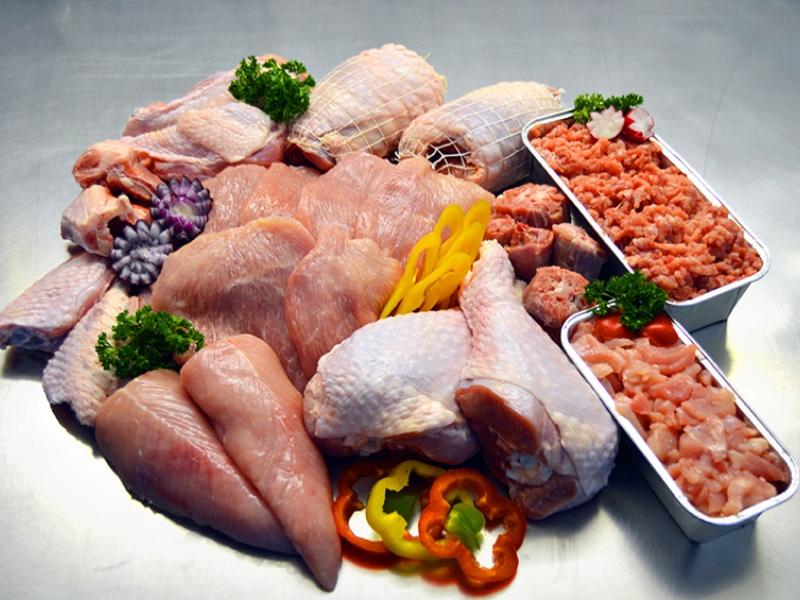 Putenfleischpaket im Ganzen frisch zubereitet